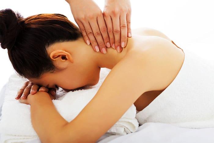 массаж шеи девушке