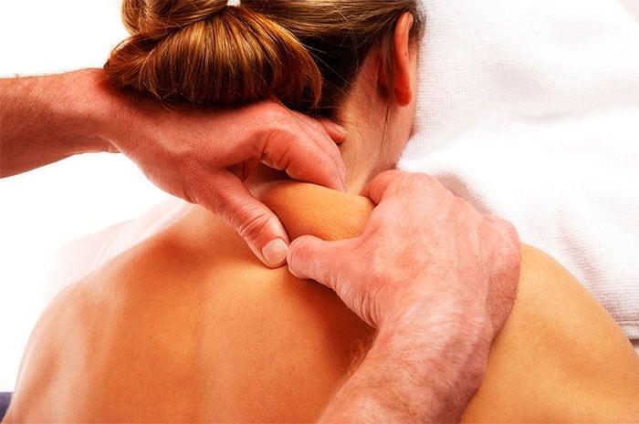 промассировать мышцы шеи