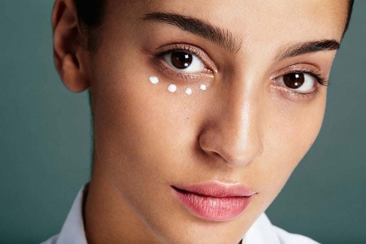 морщины под глазами на лице